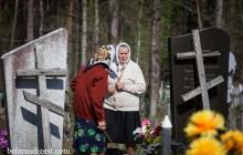 Беларусы наведваюць памерлых на Радуніцу