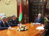 Новы міністр інфармацыі Аляксандр Карлюкевіч сустракаецца з Лукашэнкам. Фота: president.gov.by