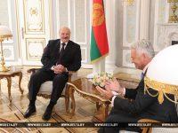 Брытанскі міністр сэр Алан Дункан на сустрэчы з Аляксандрам Лукашэнкам. Фота: БЕЛТА